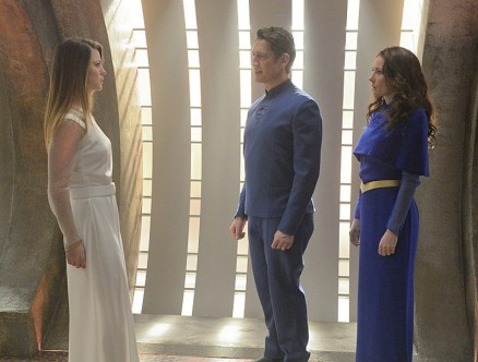 supergirl for the girl who has everything review - kara and her parents