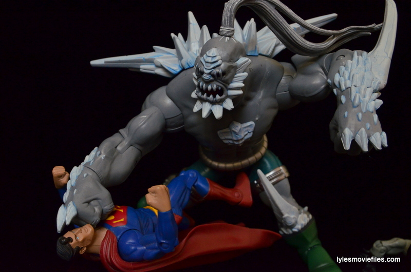 DC Signature Series Doomsday figure review - Doomsday pummeling Superman