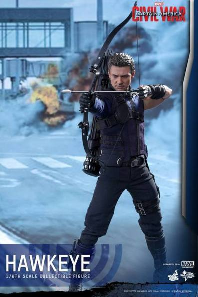 Hot Toys Captain America Civil War Hawkeye figure - aiming to side