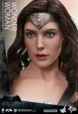 Hot Toys Wonder Woman figure - close up face