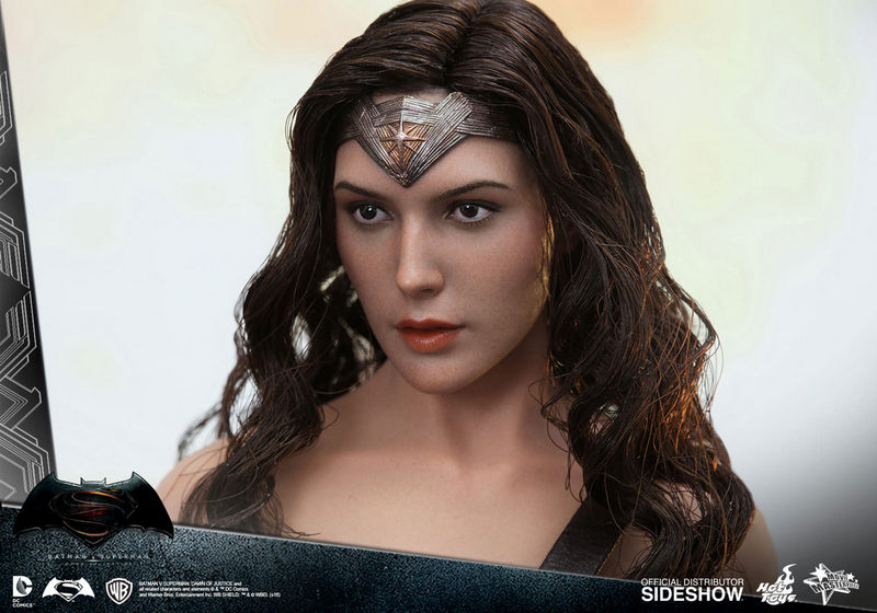 Hot Toys Wonder Woman figure - face close up side