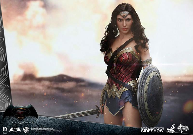Hot Toys Wonder Woman figure - main pose