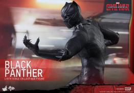 Hot Toys Black Panther figure -side view