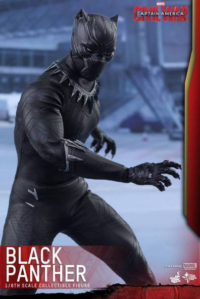 Hot Toys Black Panther figure -twisting