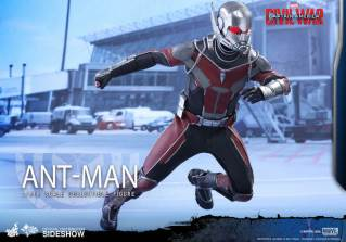 Hot Toys Civil War Ant-Man figure - on the move