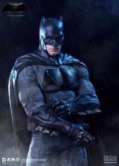 Iron Studios - Batman v Superman Batman statue