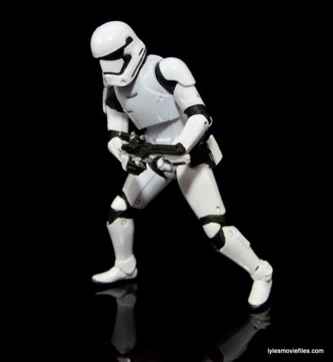 Star Wars The Force Awakens - The Black Series Stormtrooper review -bending down-min