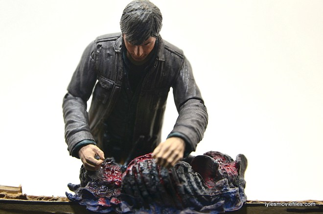 The Walking Dead Gareth figure review - over carcass