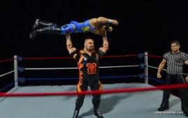 WWE 123 Kid figure review - getting press slammed by Bam Bam Bigelow
