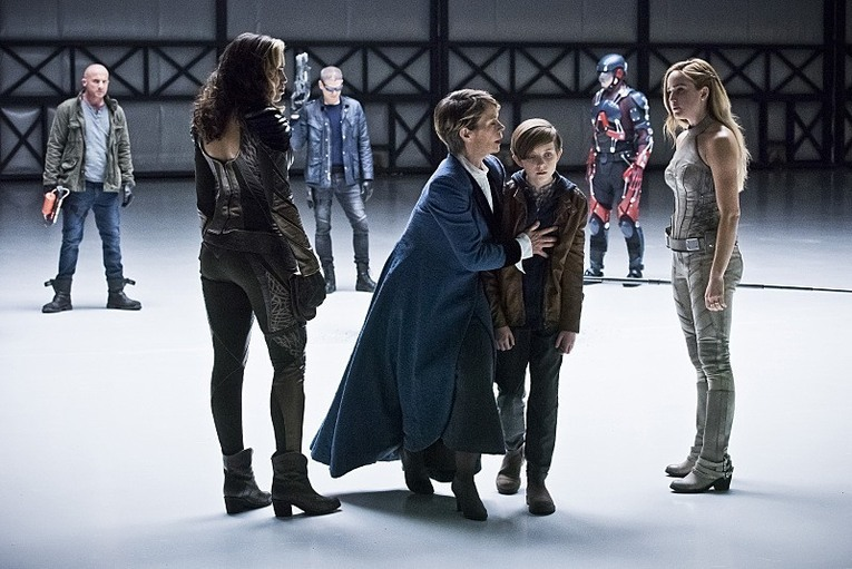 legends of tomorrow - last refuge - legends team with young rip and mary