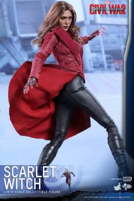 Hot Toys Scarlet Witch figure - pivoting