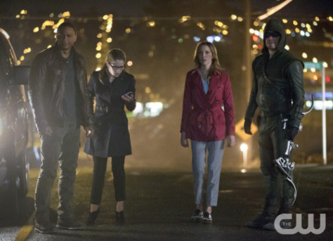 arrow-episode-22-streets-on-fire-diggle-felicity-laurel-and-arrow