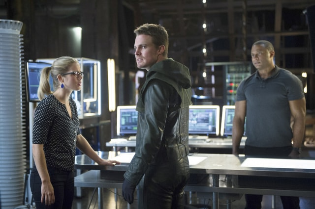 arrow - felicity, oliver and diggle-min