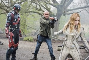 legends of tomorrow - legendary review - atom, heat wave and white canary-min