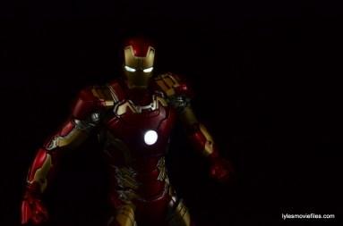 Iron Man Mark 43 Comicave Studios Omni Class Scale figure -lit up