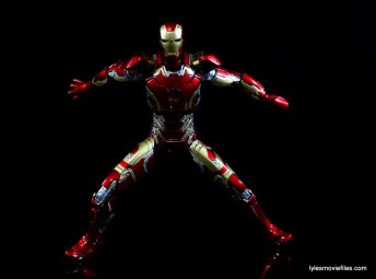 Iron Man Mark 43 Comicave Studios Omni Class Scale figure - ready for battle
