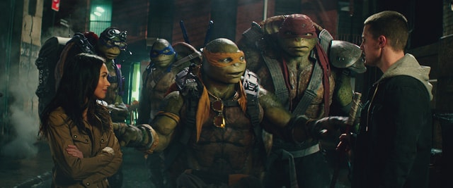 Teenage Mutant Ninja Turtles Out of the Shadows - April, the turtles and Casey-min