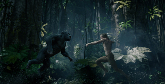 The-Legend-of-Tarzan-review-Tarzan-fighting-ape