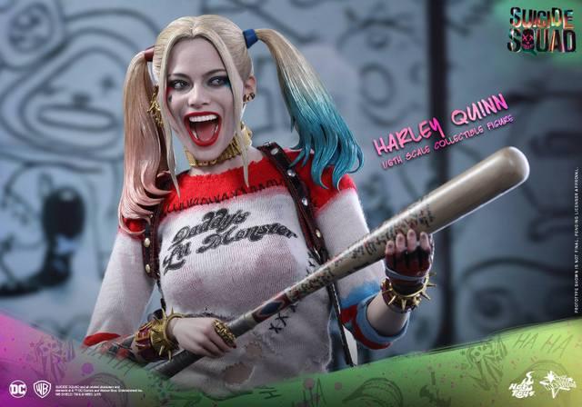 Hot Toys Harley Quinn Suicide Squad figure -bat closeup