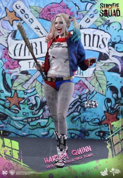 Hot Toys Harley Quinn Suicide Squad figure -with bat and purse