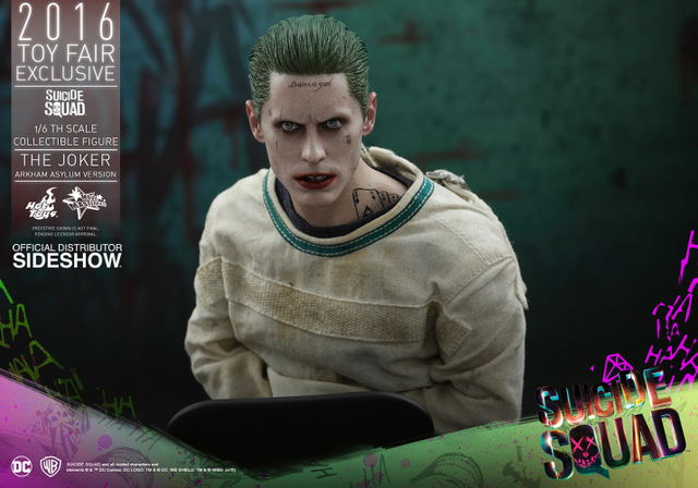 Hot Toys The Joker Arkham Asylum version -close up main