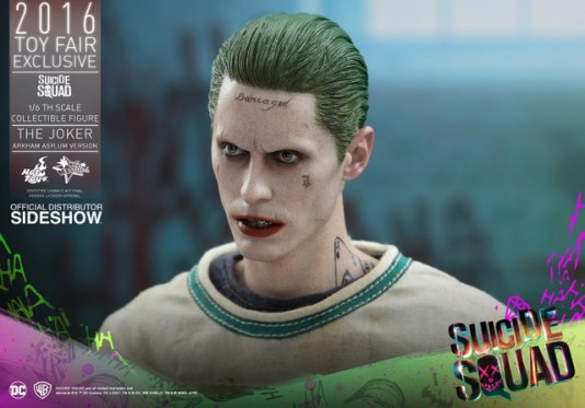 Hot Toys The Joker Arkham Asylum version -side shot