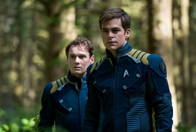 Star Trek Beyond - Chekov Anton Yelchin and Captain Kirk Chris Pine-min