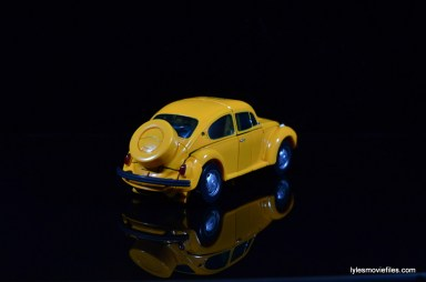 Transformers Masterpiece Bumblebee review -hubcap right rear
