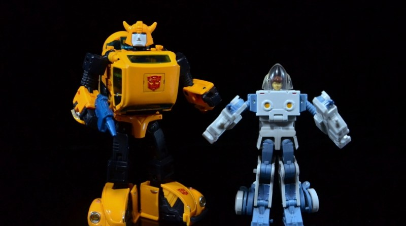 Transformers Masterpiece Bumblebee review - with Spike