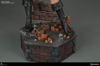 dc-comics-black-canary-premium-format-figure-boot and base detail