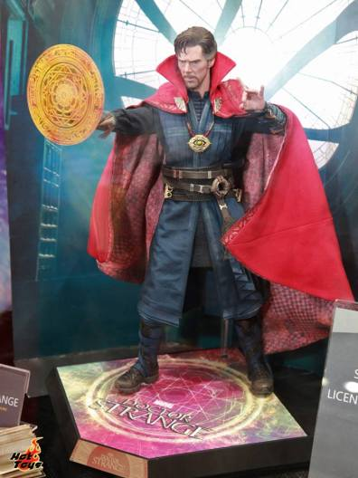 AGCHK 2016 - Hot Toys Doctor Strange side