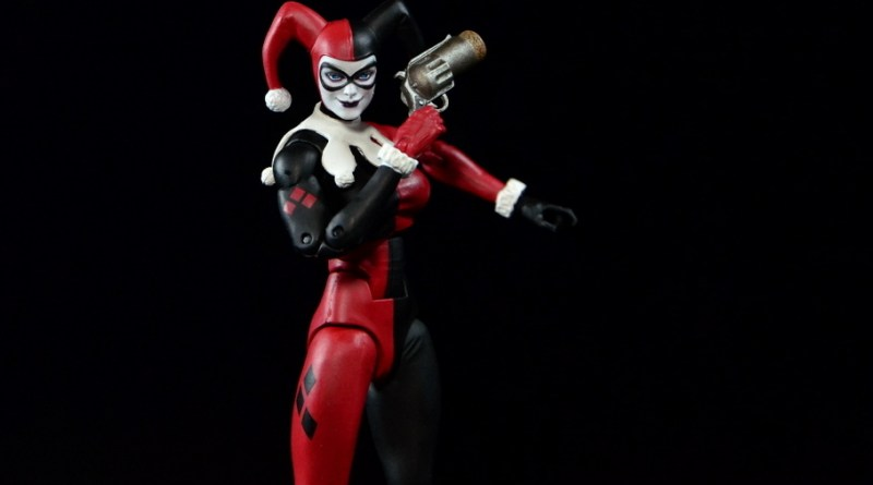 DC Icons Harley Quinn figure review -with BANG gun