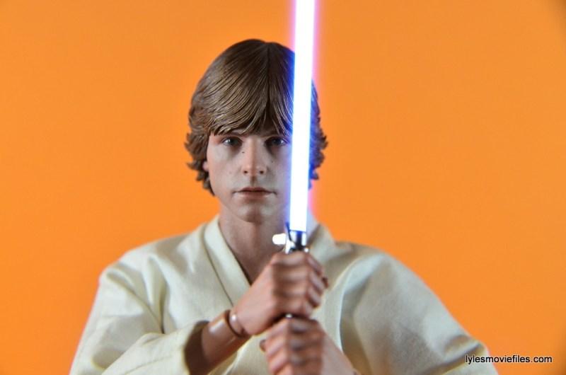Hot Toys Luke Skywalker - close up with lightsaber