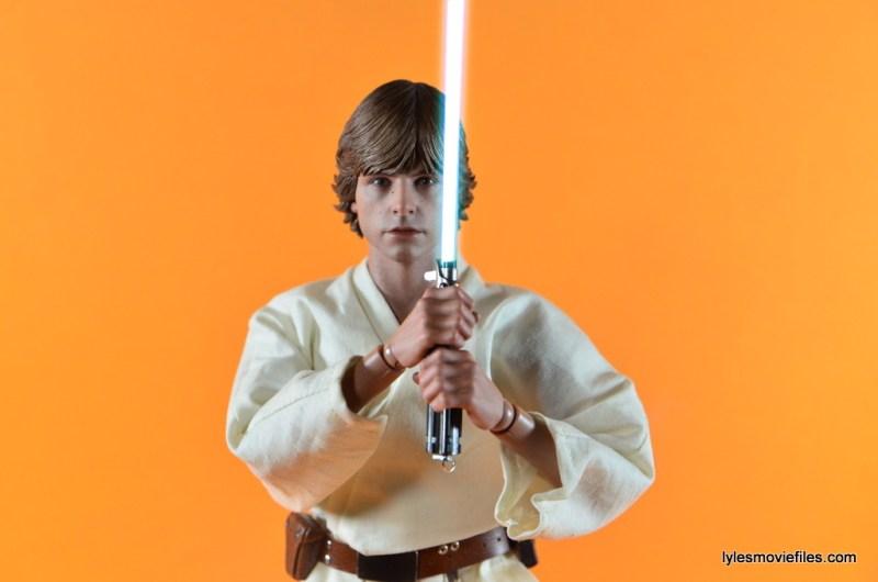 Hot Toys Luke Skywalker figure review - holding lightsaber straight