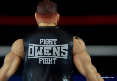 WWE Elite 43 Kevin Owens figure review - Fight Owens Fight detail