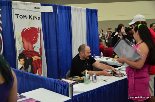 Baltimore Comic Con 2016 - Tom King autographing