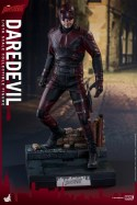 hot-toys-netflix-daredevil-figure-on-base