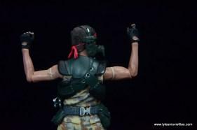 neca-aliens-series-9-pvt-jenette-vasquez-glove-and-bicep-detail