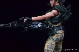 neca-aliens-series-9-pvt-jenette-vasquez-sidegun-detail-2