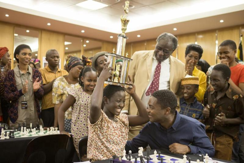 queen-of-katwe-review-madina-nalwanga-and-david-oyelowo