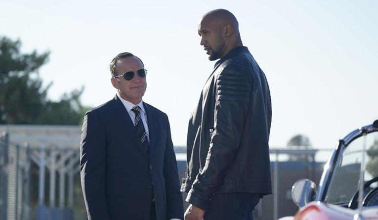 agents-of-shield-let-me-stand-next-to-your-fire-coulson-and-mack