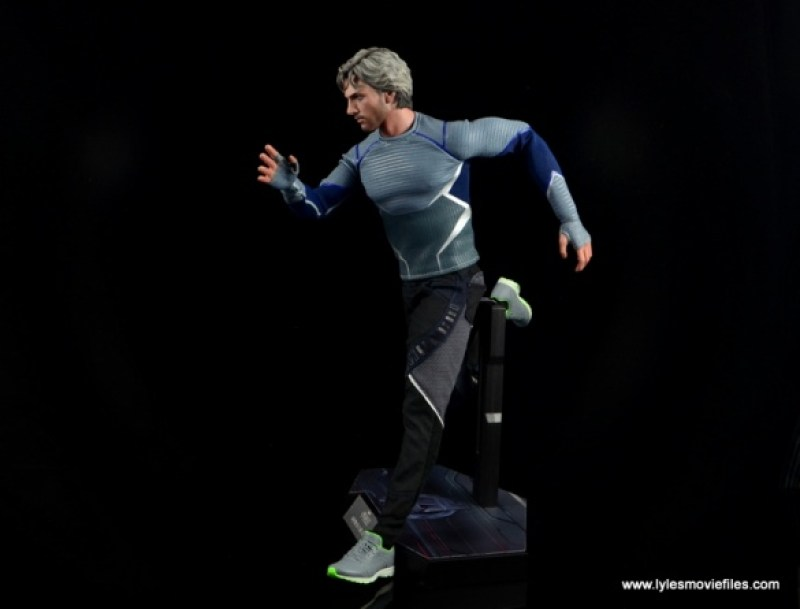 Hot Toys Quicksilver figure review - running side