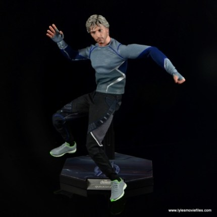 Hot Toys Quicksilver figure review - slowing down