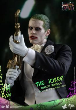 hot-toys-the-joker-tuxedo-version-aiming-gun