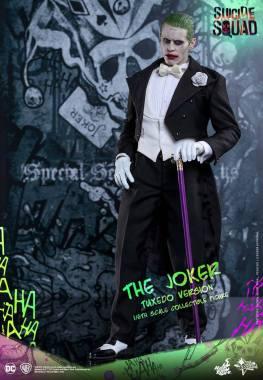hot-toys-the-joker-tuxedo-version-side-view