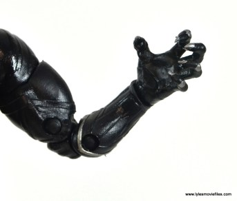 marvel-legends-black-panther-civil-war-figure-claw-detail