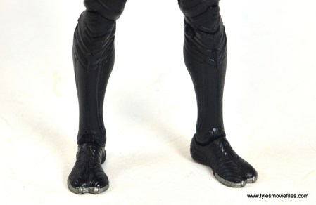 marvel-legends-black-panther-civil-war-figure-feet-detail