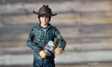 the-walking-dead-carl-grimes-figure-review-series-7-holding-the-chocolate-pudding