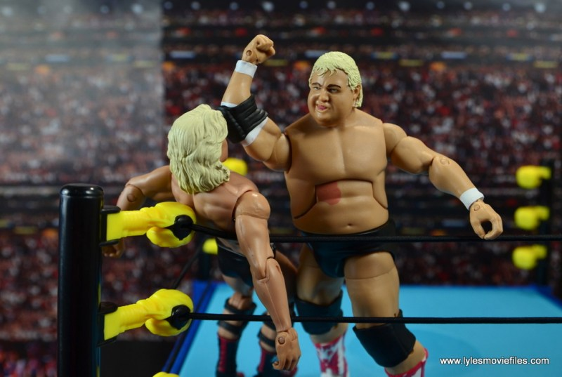 wwe-hall-of-fame-dusty-rhodes-figure-review-bionic-elbow-to-ric-flair
