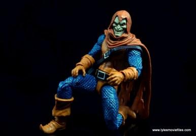 marvel-legends-hobgoblin-figure-review-kneeling